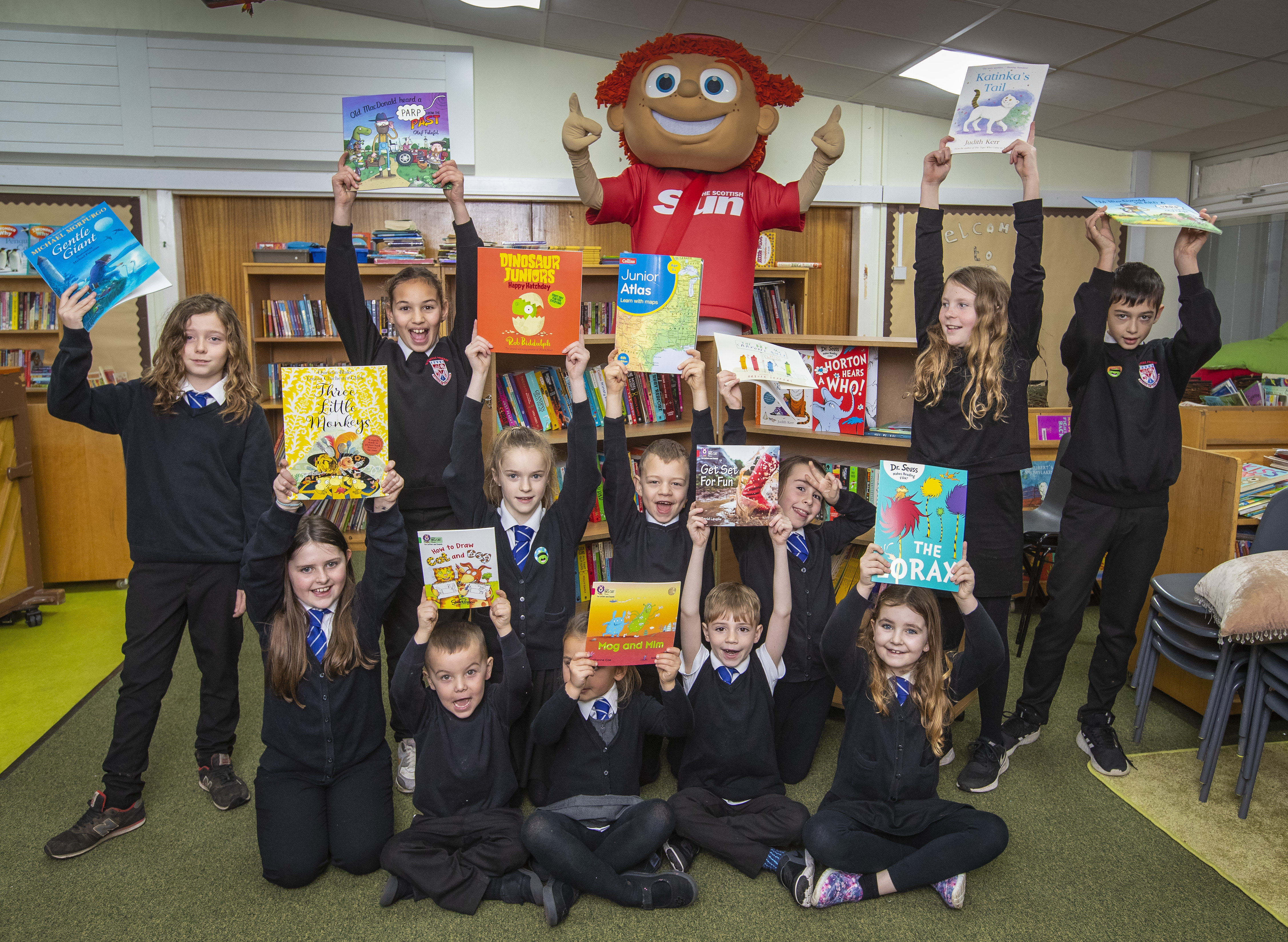 29-11-2018 Features - Sunny and the Scottish Sun bus deliver a mobile library to St Agathas Primary School, Park Dr, Leven. Pic:Andy Barr www.andybarr.com Copyright Andrew Barr Photography. No reuse without permission. andybarr@mac.com +44 7974923919